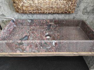 Waschbecken aus Granit